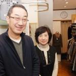 「地域の人に満足してもらえる提案をしていきたい」と、オーナーの岩本満さん、恵子さん夫婦 【写真をクリックで拡大】