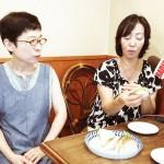 3代目オーナーの藤井真由美さん(左)と 【写真をクリックで拡大】