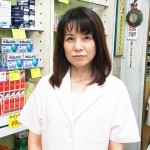 祖父、父の跡を継ぎ3代目当主として薬局を切り盛りする川口遼子さん 【写真をクリックで拡大】